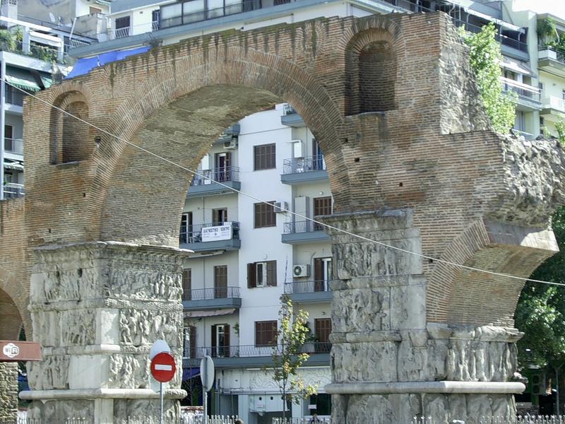 Арка и дворец Галерия