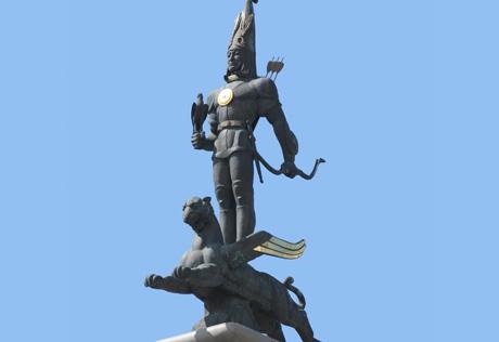 Знаменитый монумент независимости.